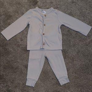 light gray ribbed sweater and pant set.runs small